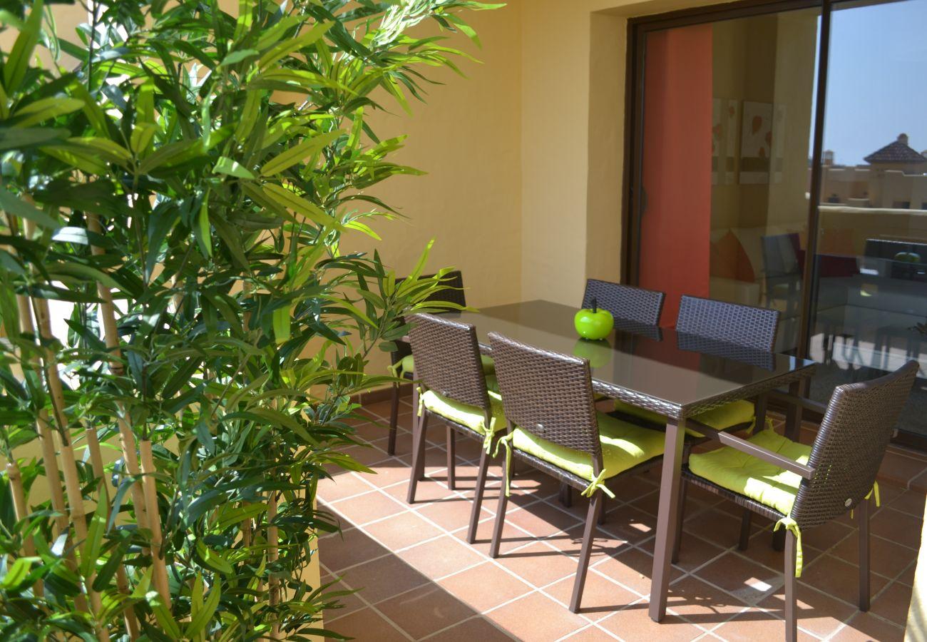 ZapHoliday - 2115 - alquiler de apartamentos en Manilva, Costa del Sol - terraza