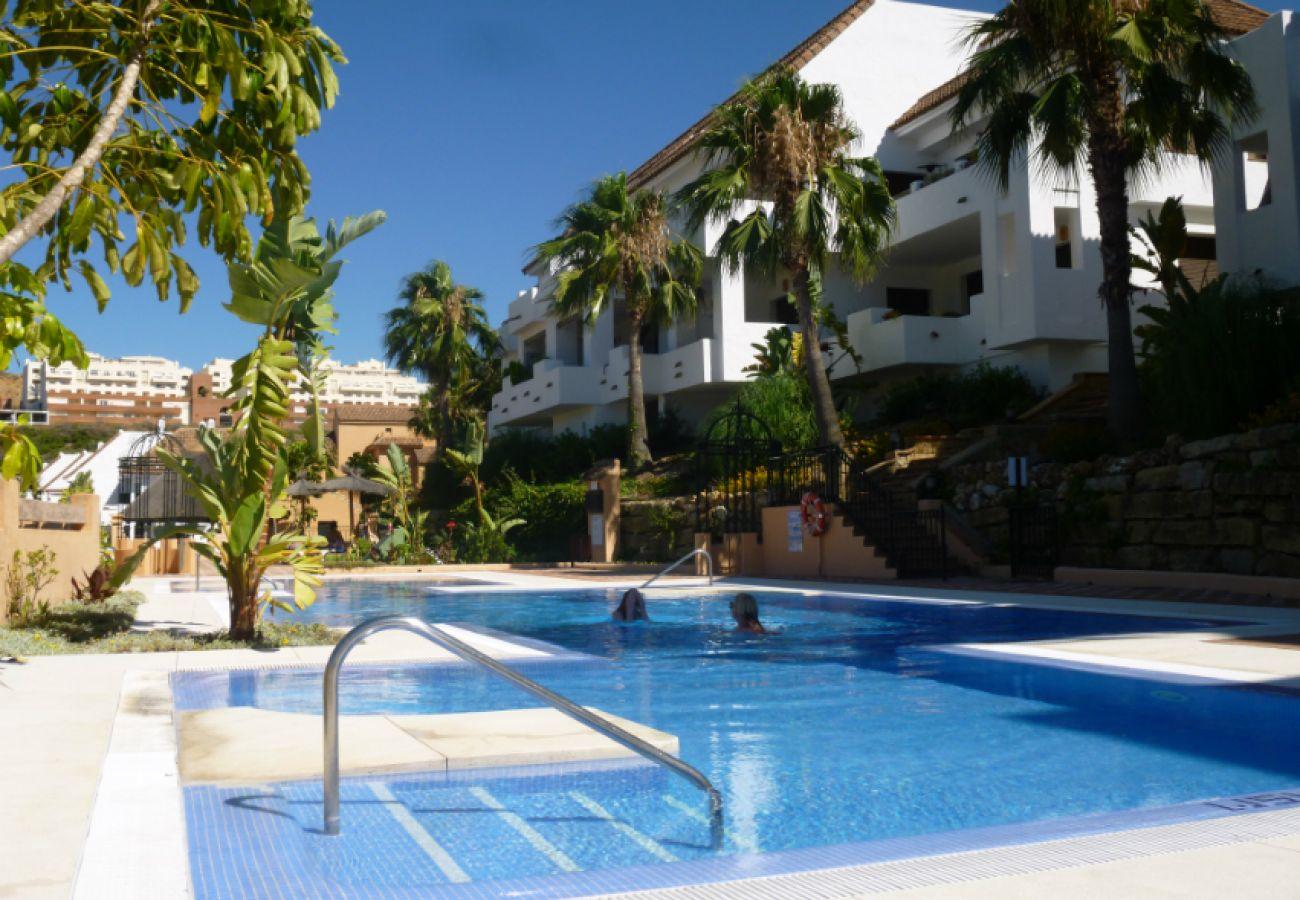 ZapHoliday - 2115 - alquiler de apartamentos en Manilva, Costa del Sol - piscina