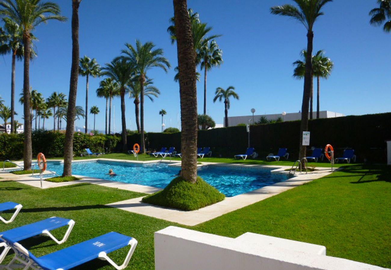 ZapHoliday - 2105 - locacion apartamento en La Duquesa, Costa del Sol - piscina