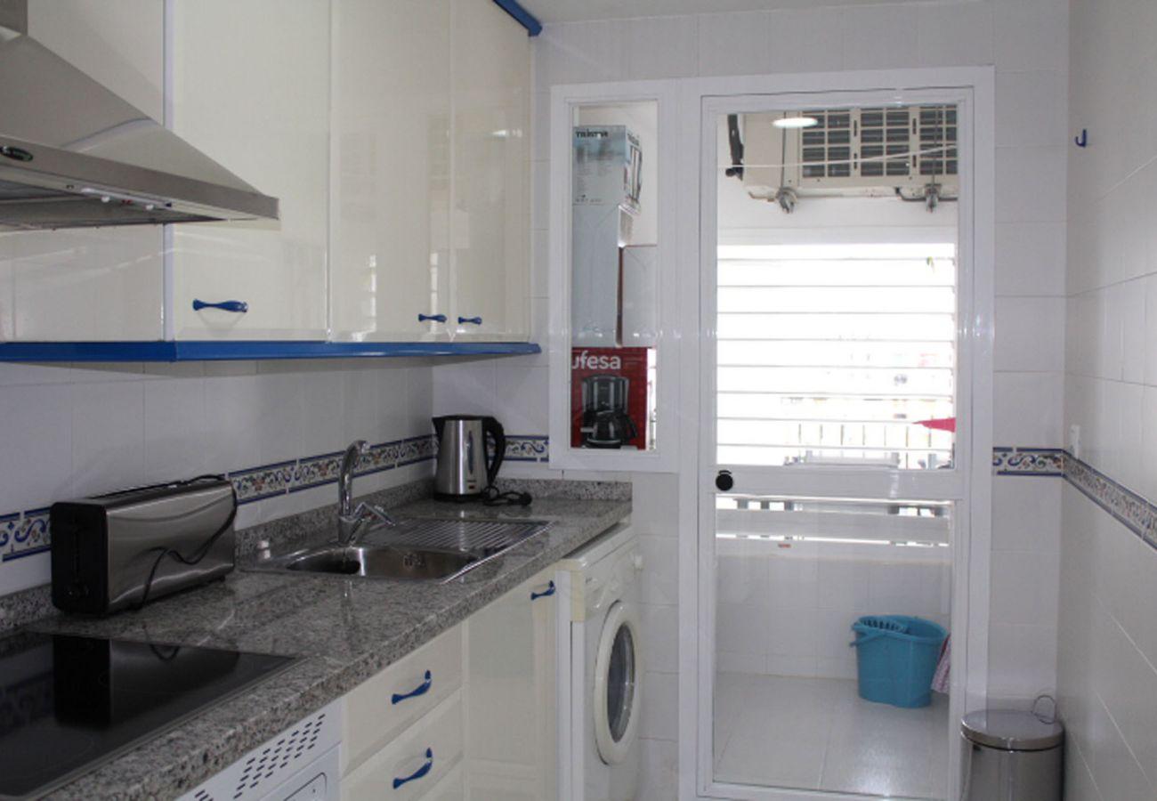 ZapHoliday - 2105 - alquiler de apartamentos en La Duquesa, Costa del Sol - cocina