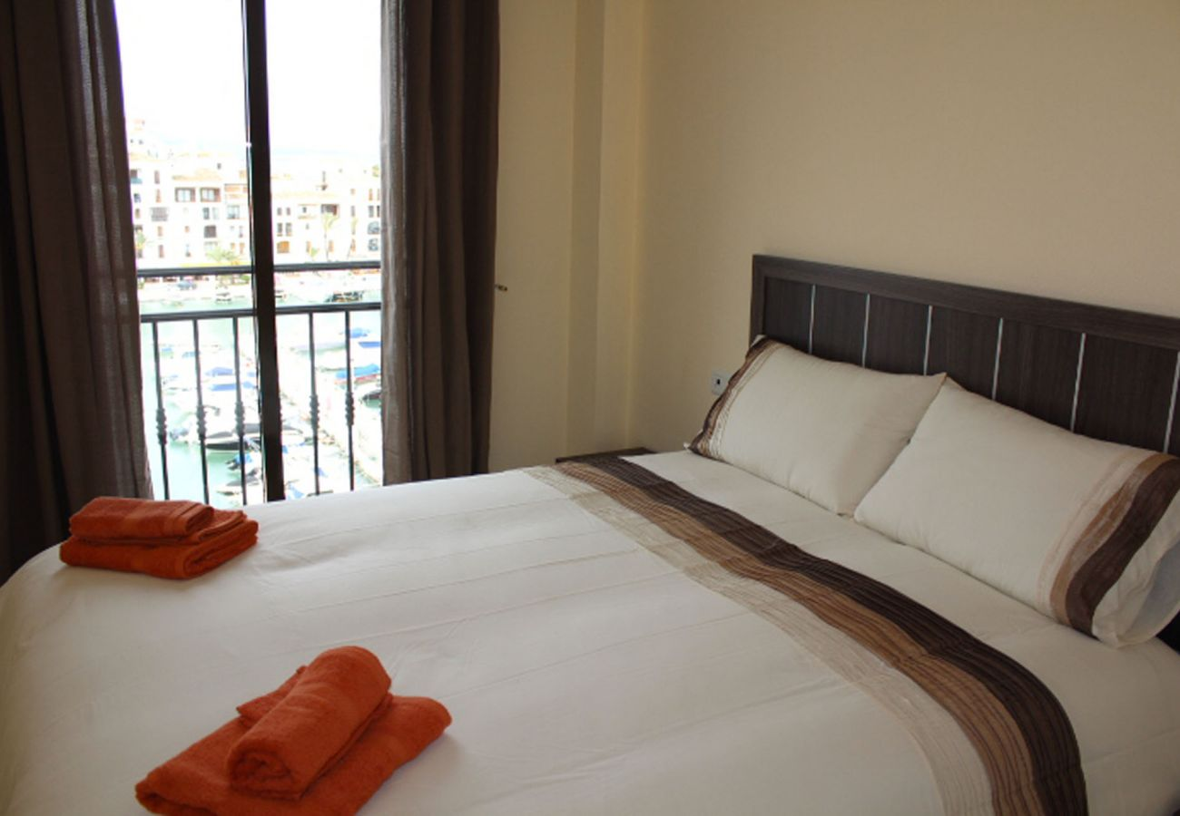 ZapHoliday - 2105 - locacion apartamento en La Duquesa, Costa del Sol - dormitorio