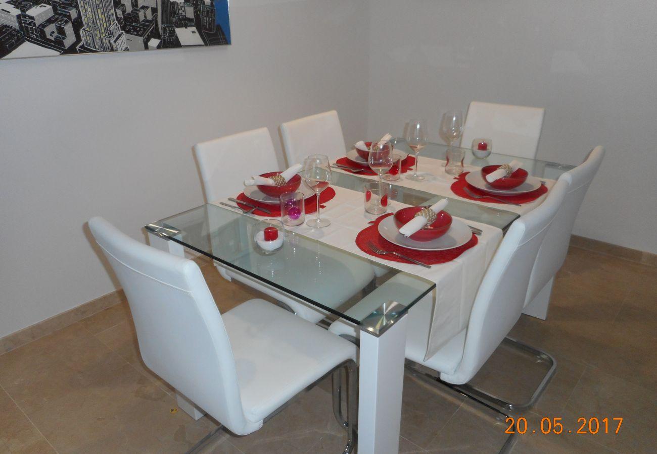 ZapHoliday - 2105 - alquiler de apartamentos en La Duquesa, Costa del Sol - salón