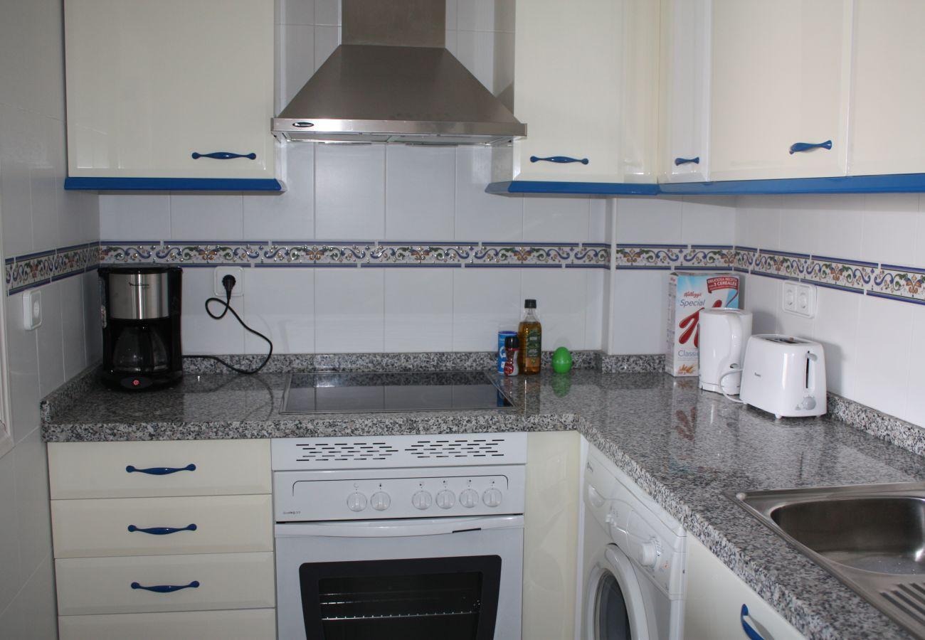 Zapholiday - 2099 - Apartamento en alquiler en Golf La Duquesa, Costa del Sol - cocina