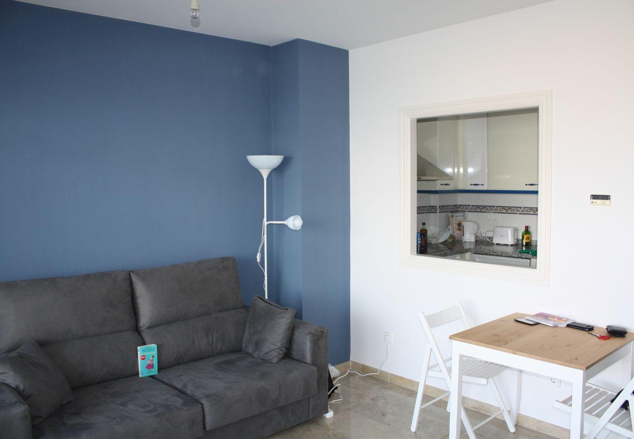 Zapholiday - 2099 - Apartamento en alquiler en Golf La Duquesa, Costa del Sol - salón