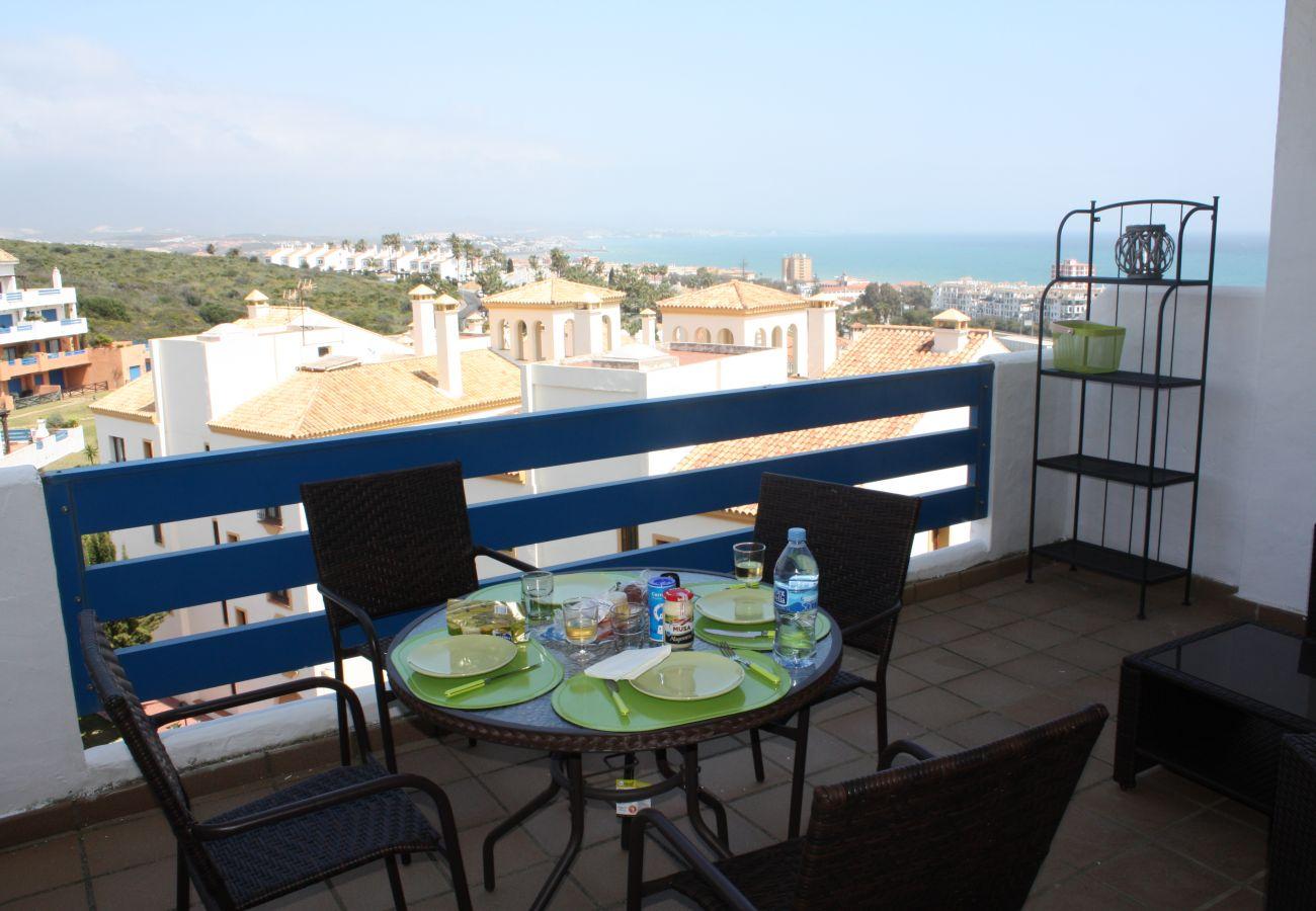 Zapholiday - 2099 - Apartamento en alquiler en Golf La Duquesa, Costa del Sol - terraza
