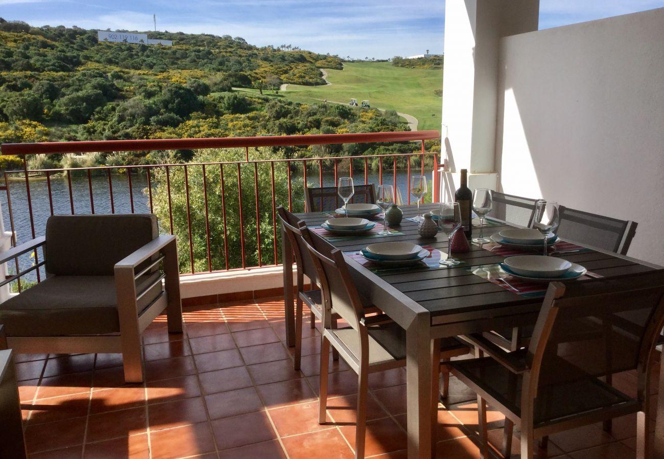Zapholiday - 2202 - Alquiler de vacaciones apartamento Alcaidesa - terraza golf