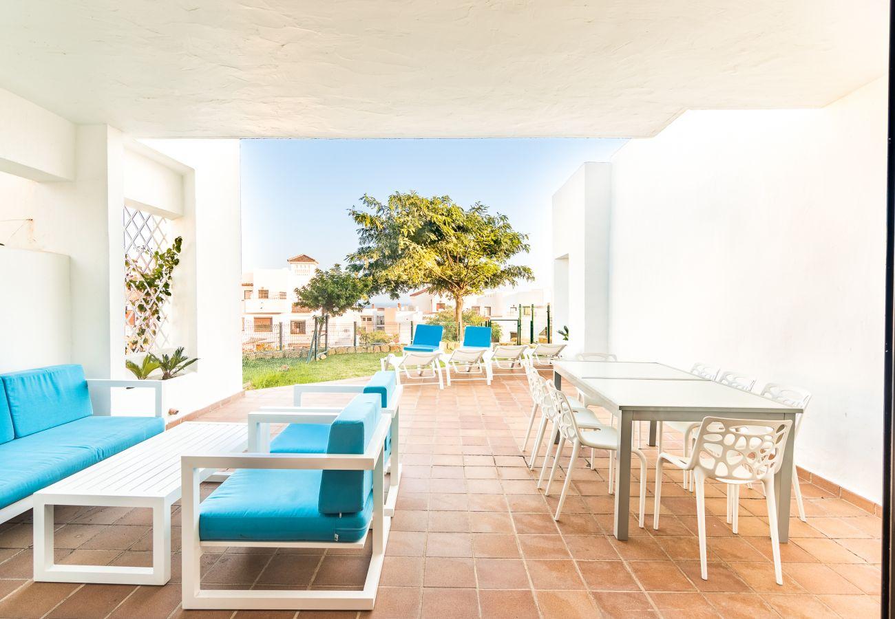 Zapholiday - 2209 - Alquiler de vacaciones villa Alcaidesa - terraza