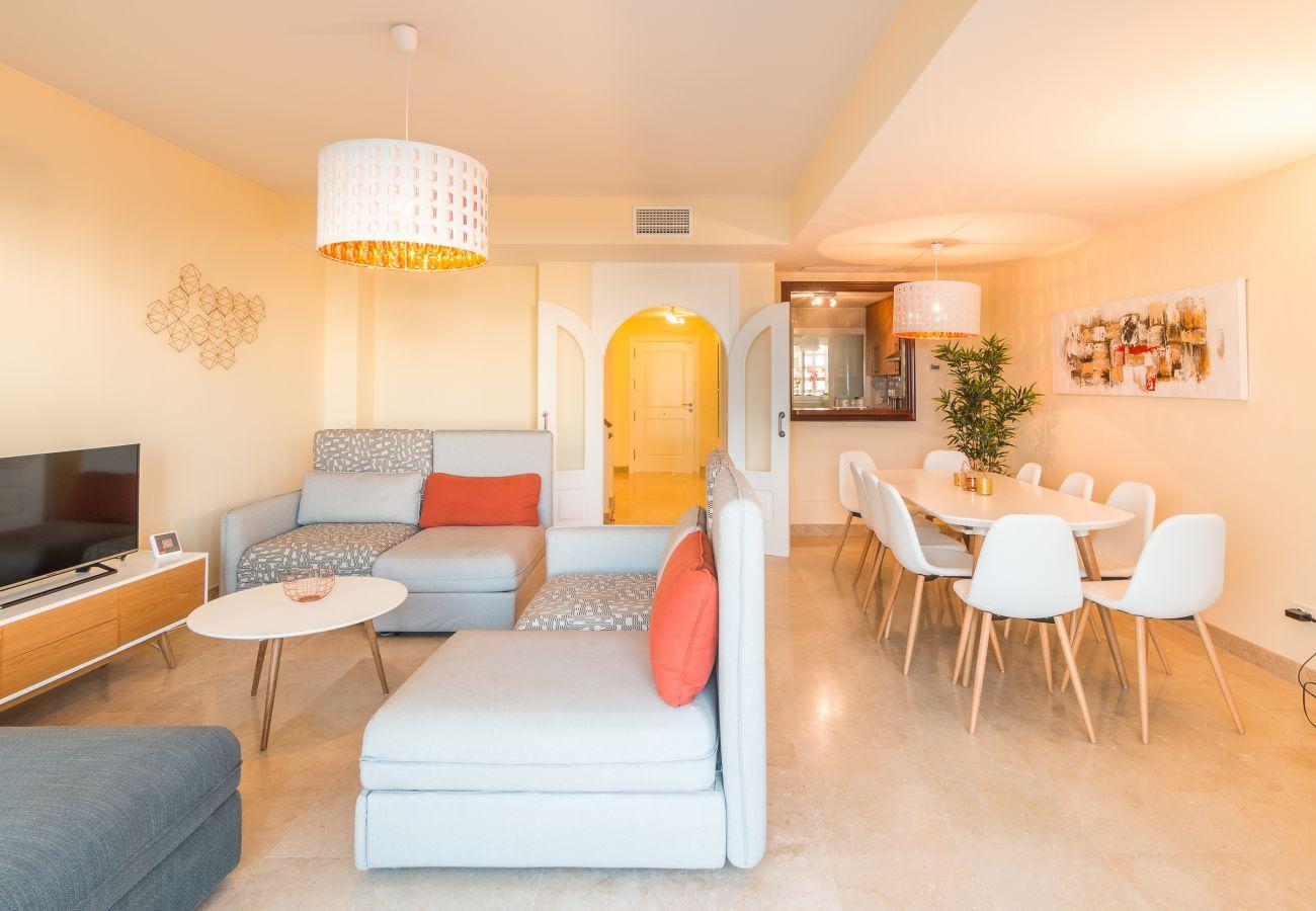 Zapholiday - 2209 - Alquiler de vacaciones villa Alcaidesa - salon