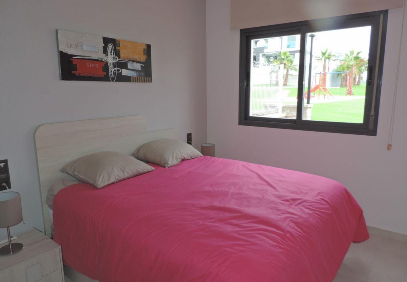 Zapholiday - 3023 - apartamento Punta Prima, Costa Blanca - dormitorio