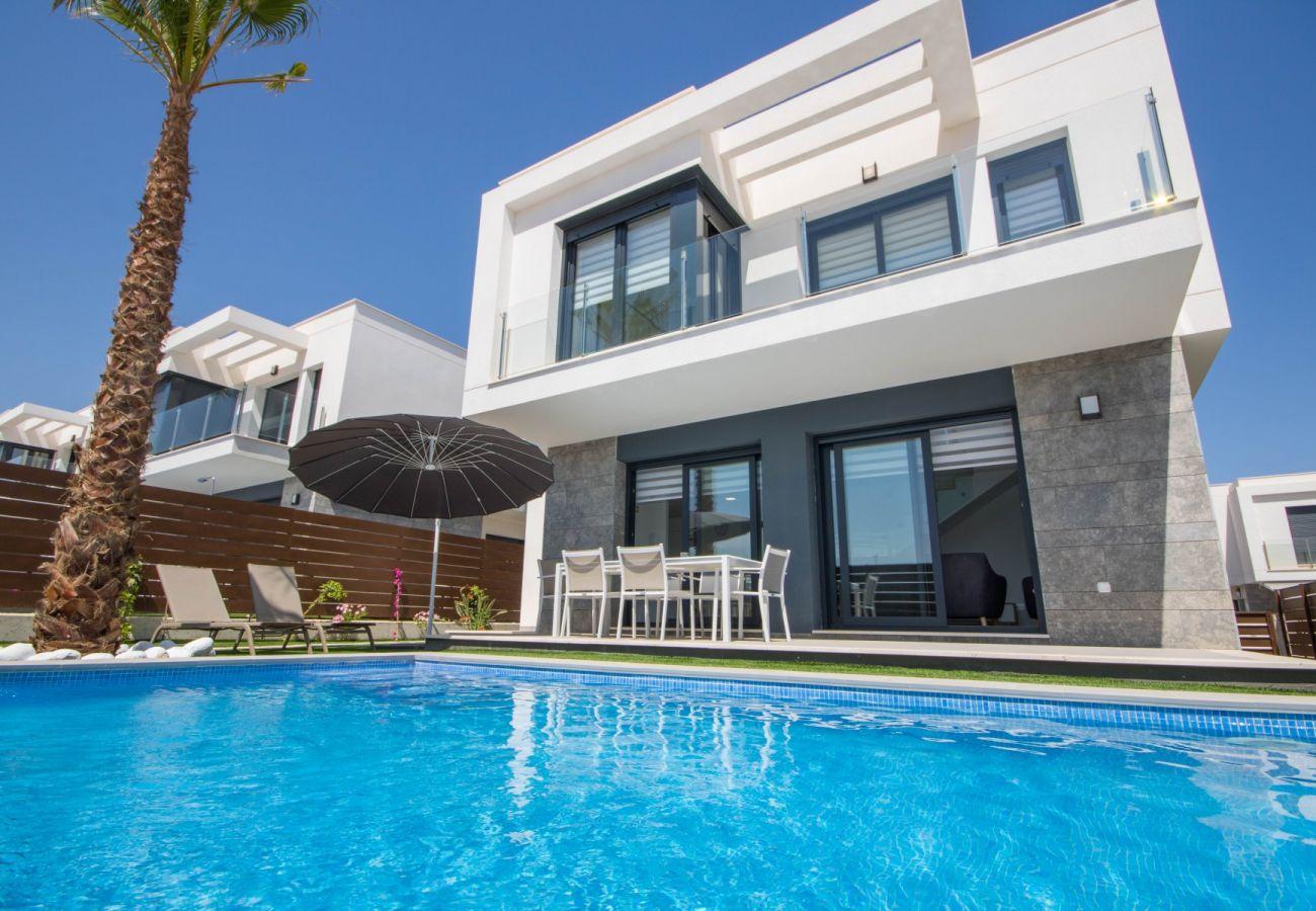 Zapholiday - 3034 - villa Vistabella golf, Alicante - piscina