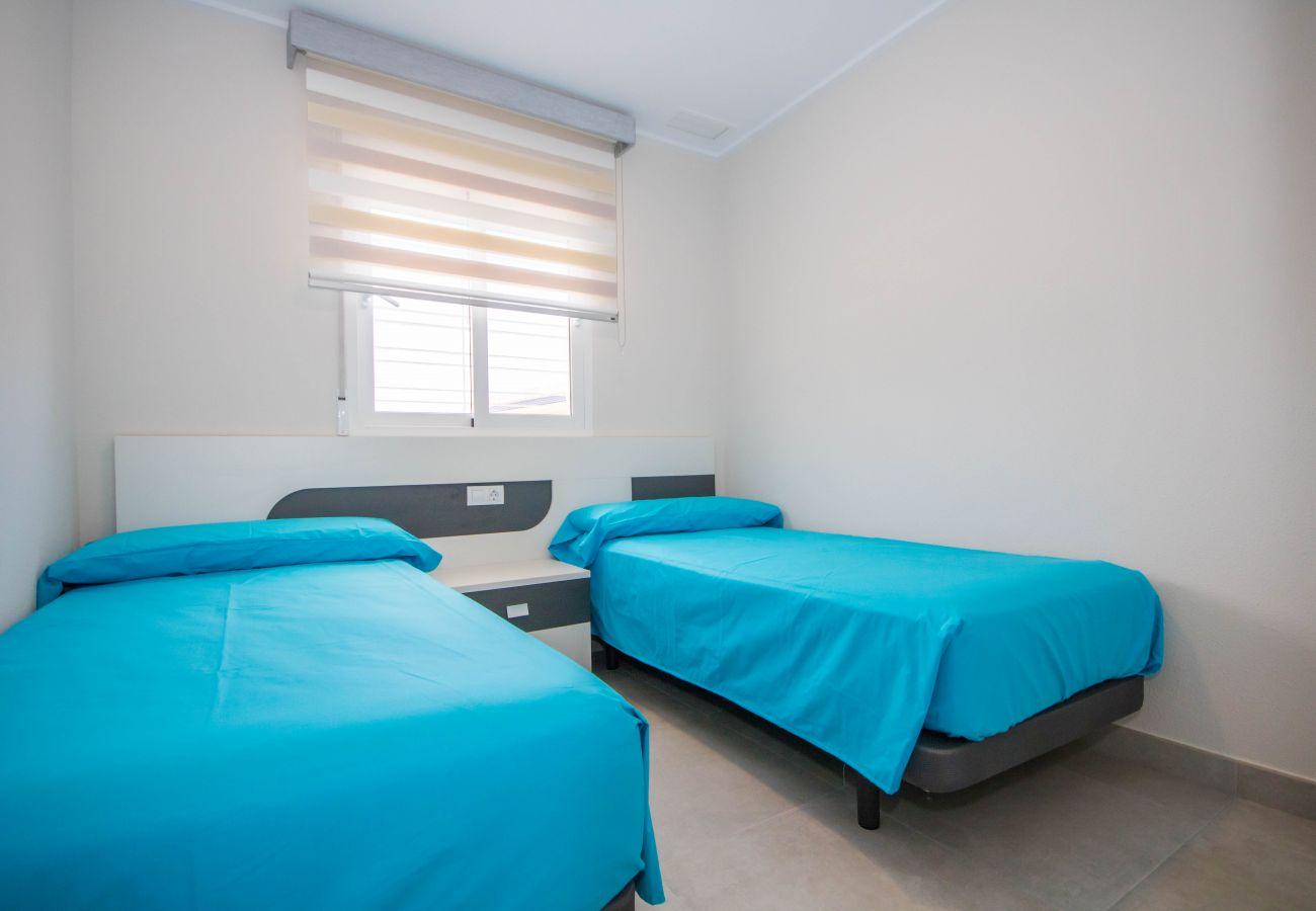 Zapholiday  –  3049  -  appartement Punta Prima, Costa Blanca  –  dormitorio
