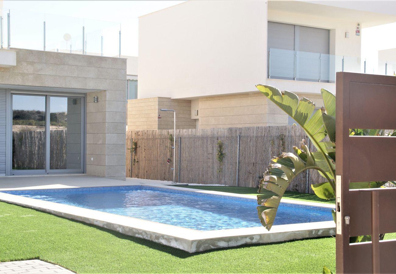 Zapholiday - 3053 - alquiler Villa Vistabella golf, Alicante - piscina