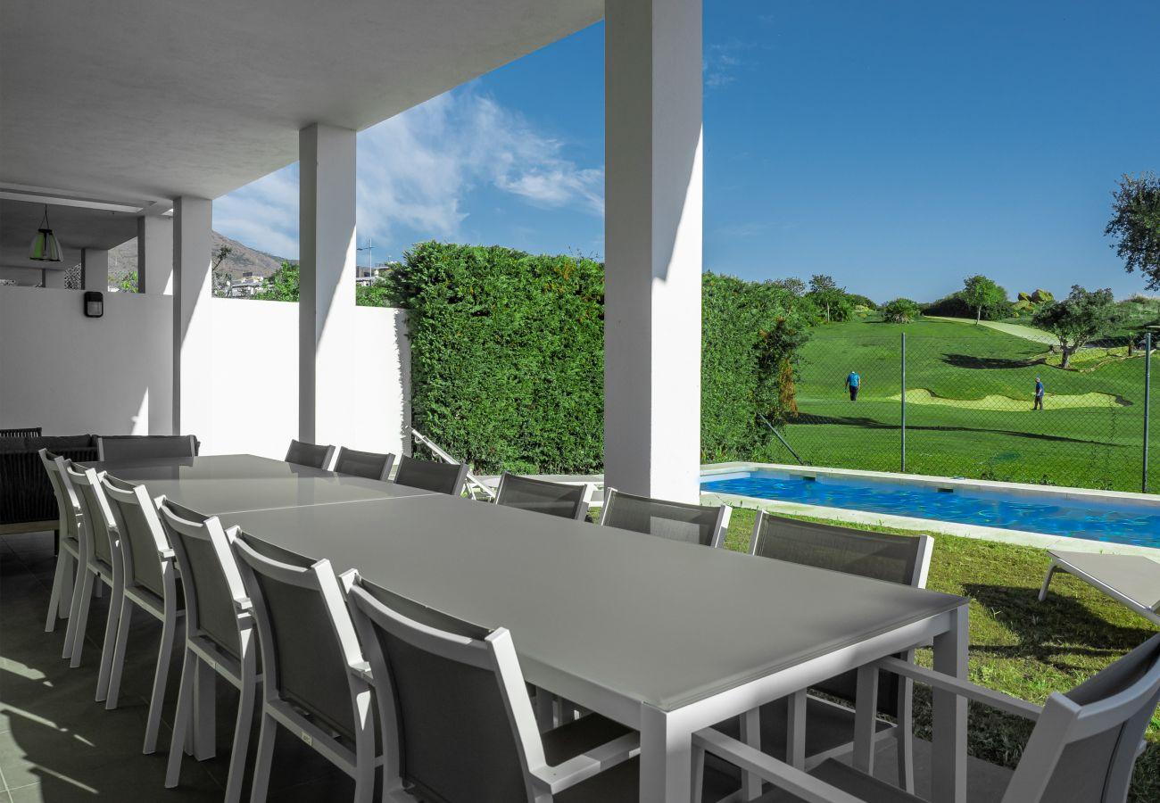 Zapholiday - 2301 - Villa Estepona, Costa del Sol - terraza