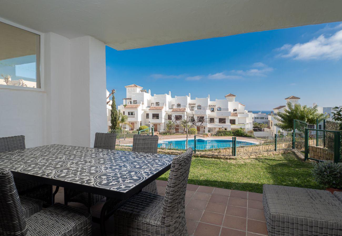 ZapHoliday - 2305 - alquiler de apartamentos en La Alcaidesa, Costa del Sol - piscina