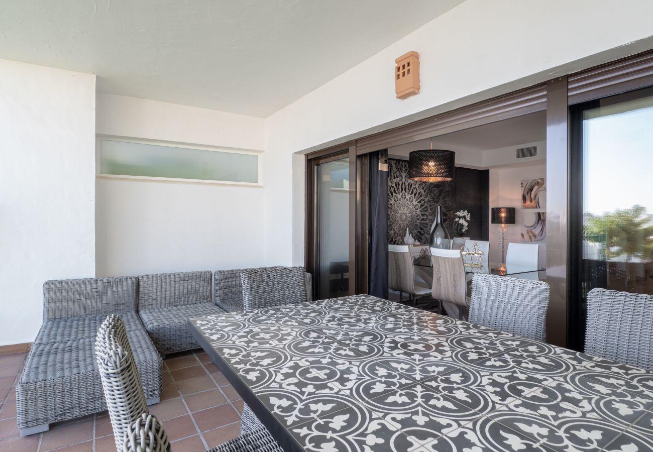ZapHoliday - 2305 - alquiler de apartamentos en La Alcaidesa, Costa del Sol - terraza
