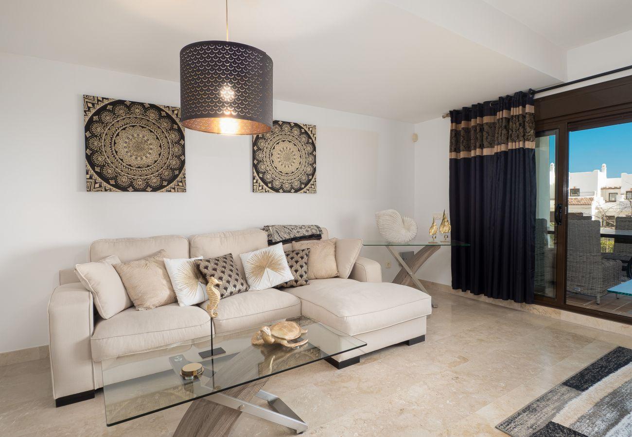 ZapHoliday - 2305 - alquiler de apartamentos en La Alcaidesa, Costa del Sol - salón
